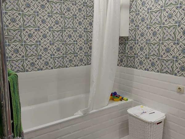 Просторная, светлая и уютная ванная комната